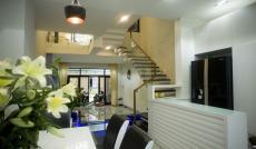 Bán nhà MT Hoa Đào, P. 2, khu đường hoa, Phú Nhuận, DT: 8x18m, giá chỉ 33 tỷ, nhà 2 lầu áp mái